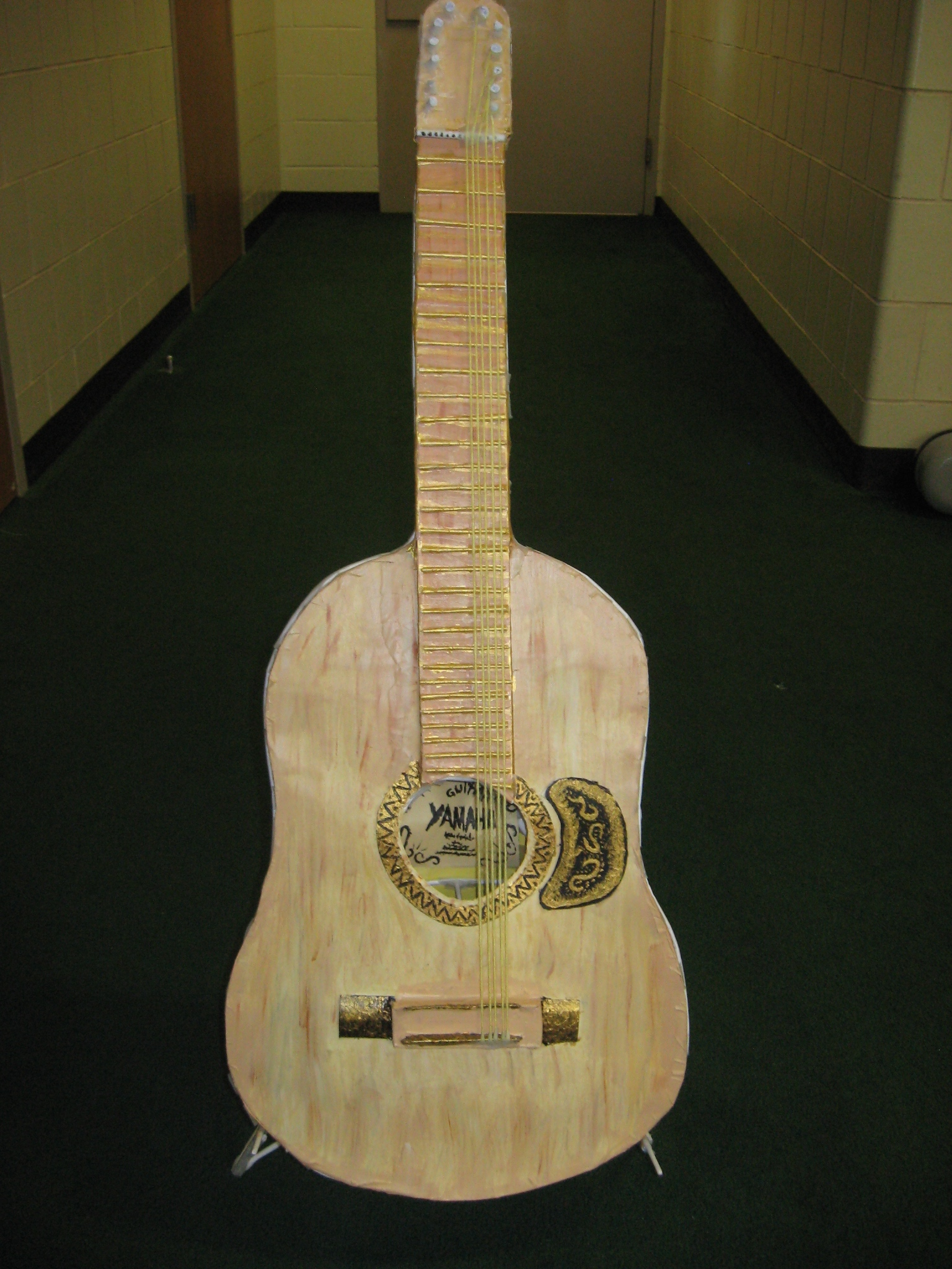 "guitar essay The guitar of my dreams was standing  ""my guitar"" : descriptive paragraph  the point of the descriptive essay is to enable to reader to picture."